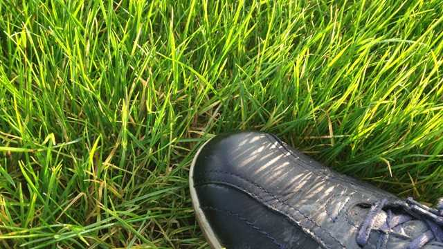 R5 foot with grass